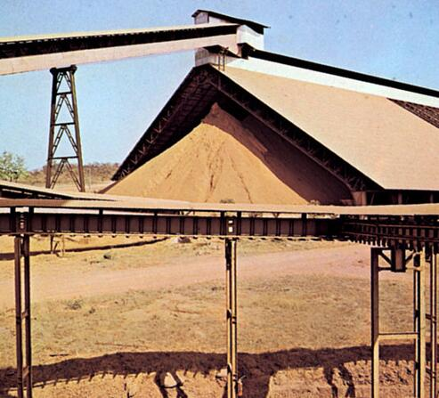 Guinea has one of the world's largest deposits of bauxite. The picture shows a plant for bauxite extraction.